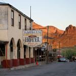 """Оутмън, Аризона. В този хотел през 30-те години се оженил Кралк Гейбъл, избягал в една пауза от снимките на """"Отнесени от вихъра"""". Снимка: Иван Бакалов"""