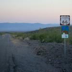 Стария Път 66 в Западна Аризона на свечеряване. Оглушителна тишина. Снимка: Иван Бакалов