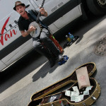 Уличен музикант на фермерския пазар на 14-а улица в Манхатън. Снимка: Иван Бакалов
