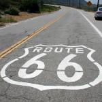 Стар участък от пътя в Калифорния, на който е изрисувано логото Route 66. Снимка: Иван Бакалов