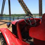 Стар автомобил, оставен за атракция на стария мост на Път 66 край Сейнт Луис. Снимка: Иван Бакалов