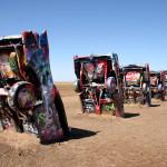 Cadillac Ranch, Amarillo, Texas. Кадилак ранч край Амарило, Тексас. Инсталация от 10 кадилака, модели от 50-те и 60-те години. През 1974 г. са закопани наполовина в земята на едно ранчо. И оттогава до днес са атракция, макар вече да се разпадат. Снимка: Иван Бакалов
